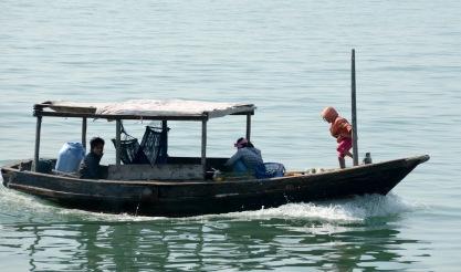 siteG_halongbay_barco_crianca