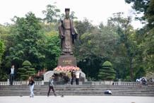 siteG_hanoi_estatua