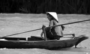 siteG_mekong_rio_barco_mulher3