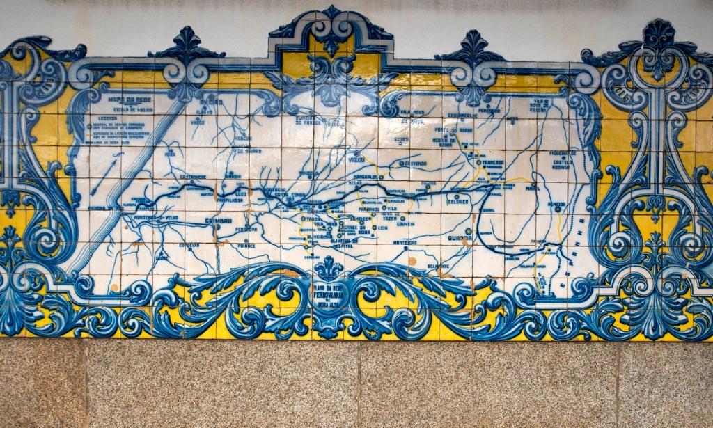 Painel de azulejos da Estação Ferroviária de Vilar Formoso. Plano da Rede Ferroviária da Beira Alta