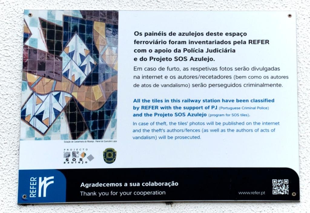 """Placa SOS Azulejo"""", dissuasora de roubo e vandalismo de azulejos, colocada em 2014"""